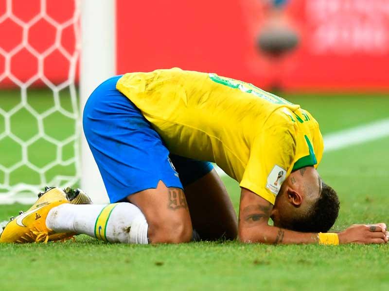 Neymar llora por la derrota de Brasil