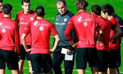 Charla de Bielsa a jugadores del Athletic Club de Bilbao