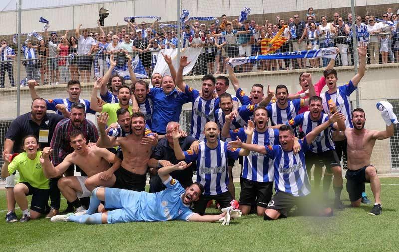 La SD Ejea celebrando su reciente ascenso a Segunda División B