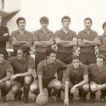 Fernando Tirapu (abajo, el segundo empezando por la derecha), en una alineación de Osasuna. (D.N.)