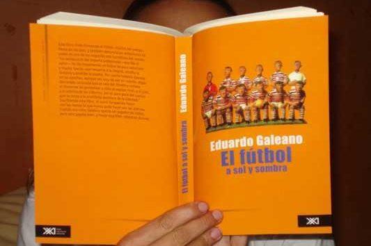 Eduardo Galeano. El fútbol a sol y sombra